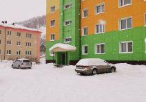 На Сахалине жители двора не дождались мэрии и сами почистили снег