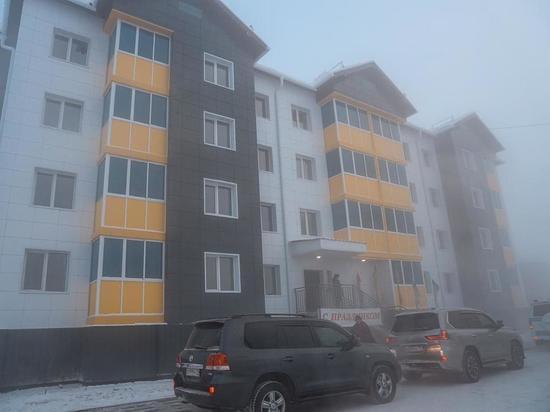 В самом начале 2021 года жильцы аварийных домов села Намцы Намского района Якутии получили ключи от квартир в новом четырёхэтажном доме, возведенном по программе переселения граждан из аварийного жилфонда