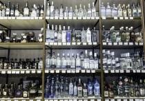Десять дней по бутылке водки похищала в магазине пенсионерка в Саяногорске