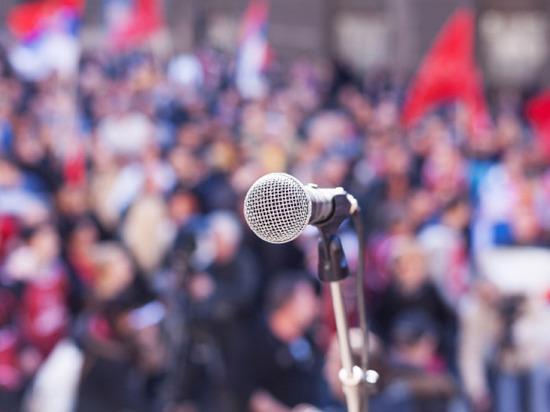 Петербургских родителей попросили не пускать детей на митинги
