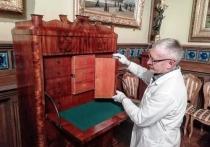 В Серпуховском музее завершили реставрацию старинного секретера