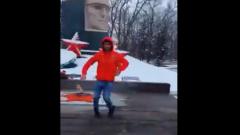 На Ставрополье подросток станцевал лезгинку у Вечного огня и раскаялся