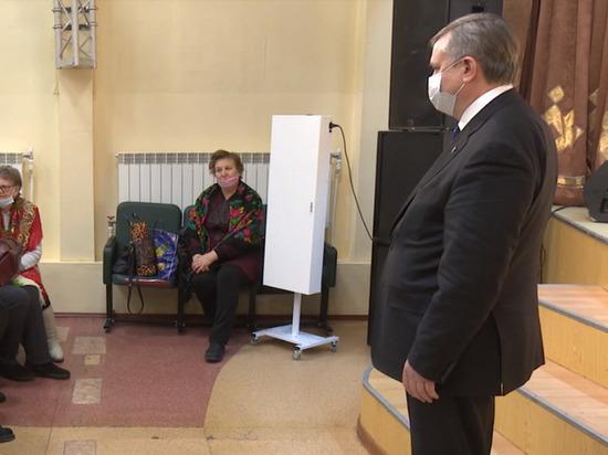 Вице-спикер Законодательного Собрания ЯНАО Виктор Казарин встретился с жителями поселка Пурпе, где самым актуальным вопросом стала тема возможного присоединения поселка к Губкинскому