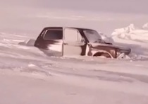 На Братском водохранилище под лёд провалилась «Нива»