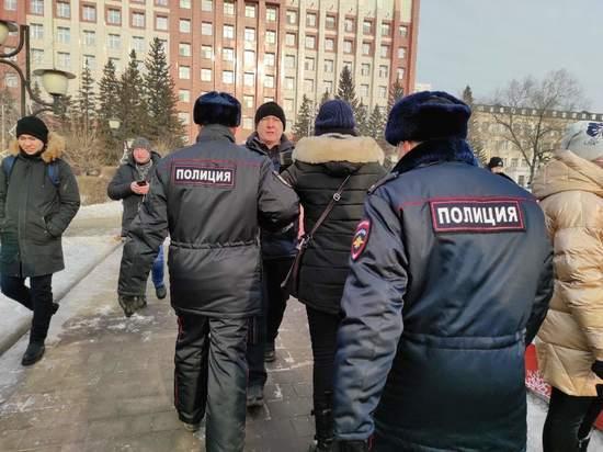 В Чите начались первые задержания митингующих на площади Ленина
