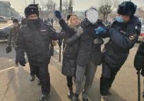 Нескольких подростков задержали во время митинга в Чите