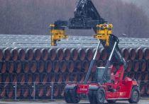 Страсти вокруг многострадального российского экспортного газопровода «Северный поток-2» продолжают бурлить не на шутку. Для выхода на берег Германии, «Газпрому» осталось достроить по дну Балтийского моря всего 150 км трубопровода, призванного ежегодно качать в Европу не менее 55 млрд кубометров газа. Но достройке могут помешать санкции. Эксперты ответили нам на вопрос, как может сказаться на экономике России полная заморозка проекта.