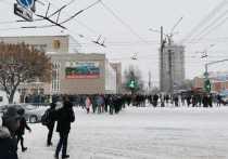 Несанкционированная акция началась в около 14 часов возле здания администрации города Кирова на углу улиц Воровского и Карла Маркса