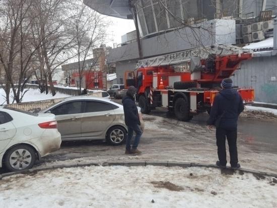 В центральной части Волгограда загорелся мусоропровод в жилом доме