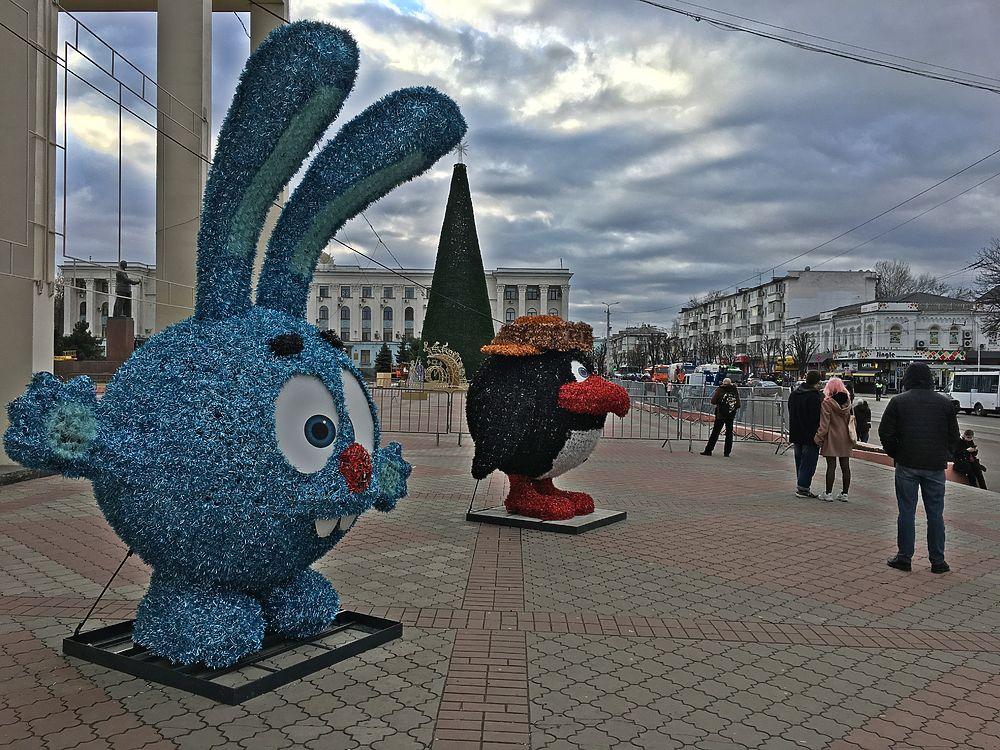 Навальнята в Крыму на штурм ёлки не решились: фото с акции протеста