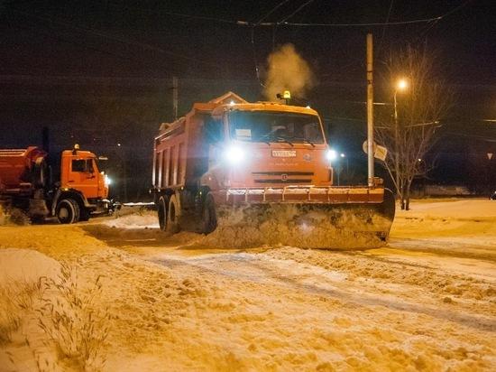 В Волгоградской области чистили трассы от снега 284 спецмашины