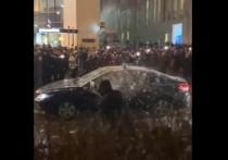 В Управлении делами президента РФ прокомментировали события на Трубной площади в Москве, где участники несанкционированной акции напали на автомобиль со спецсигналом