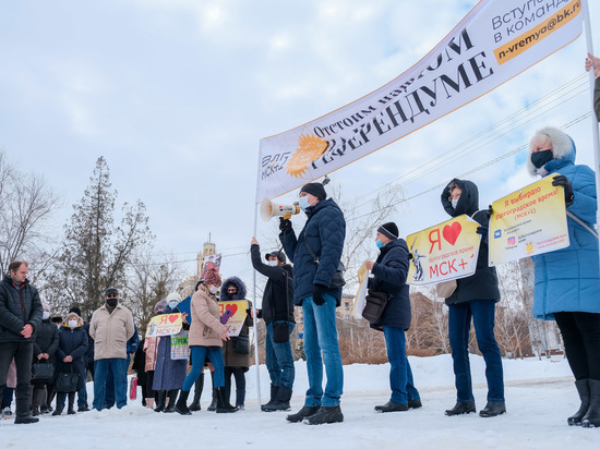 Митинг за местное время и незаконная акция собрали равное число волгоградцев