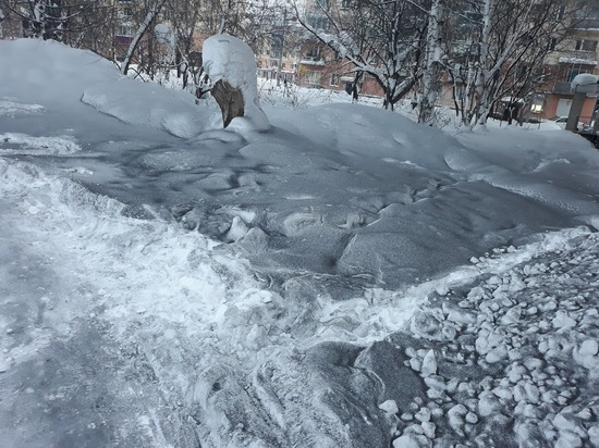 Жители Междуреченска жалуются на чёрный снег