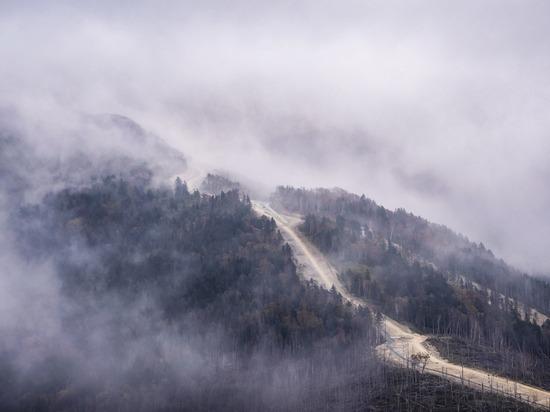 МЧС на Сахалине спасает застрявшего на горе туриста