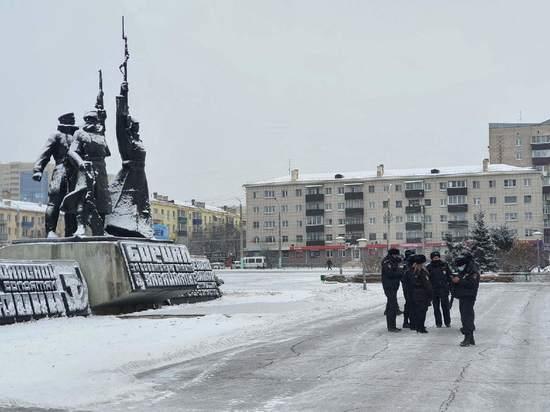 Десятки полицейских находятся на площади Революции в Чите