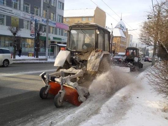 Ночью снег с дорог Читы будут убирать 17 машин и 4 КамАЗа с реагентом