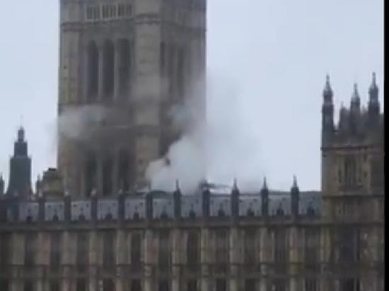 Над парламентом Великобритании поднялся дым