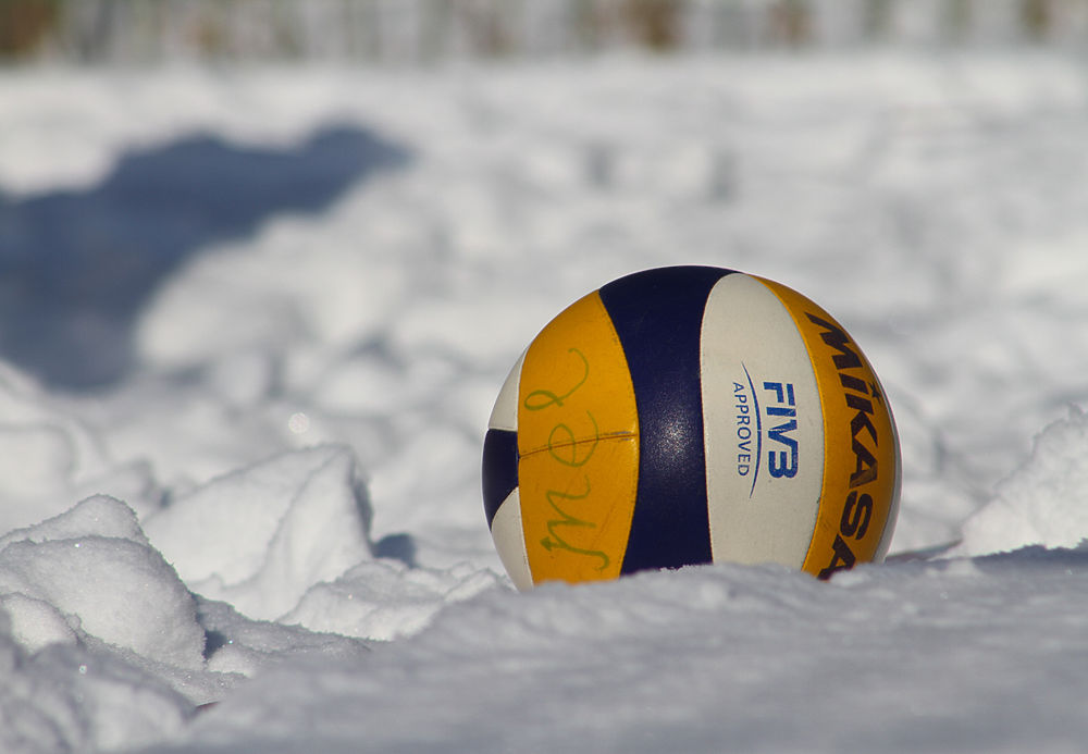 Турнир по снежному волейболу прошел в Южно-Сахалинске