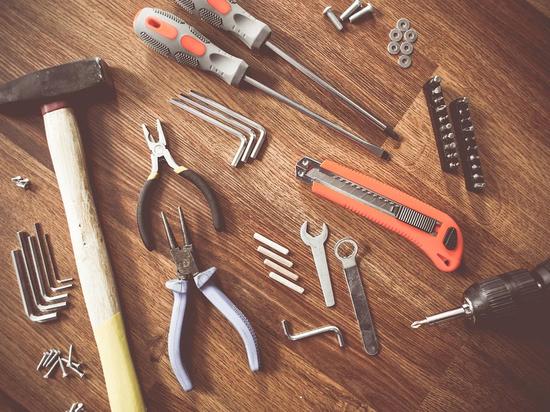 По действующему законодательству, шумные ремонтные работы позволяется проводить восемь часов в сутки