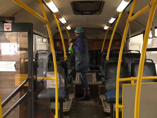 В кировских автобусах и троллейбусах ежедневно проводятся мероприятия по дезинфекции салона