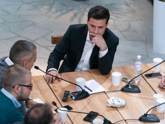 """Зеленский предложил депутату покинуть фракцию """"Слуга народа"""" из-за санкций США"""