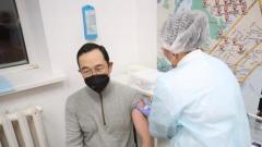 Глава Якутии поставил вакцину от COVID-19