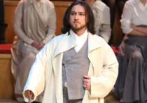 Бас, солист оперной труппы Мариинского театра Павел Шмулевич получил ножевые ранения от собственной супруги