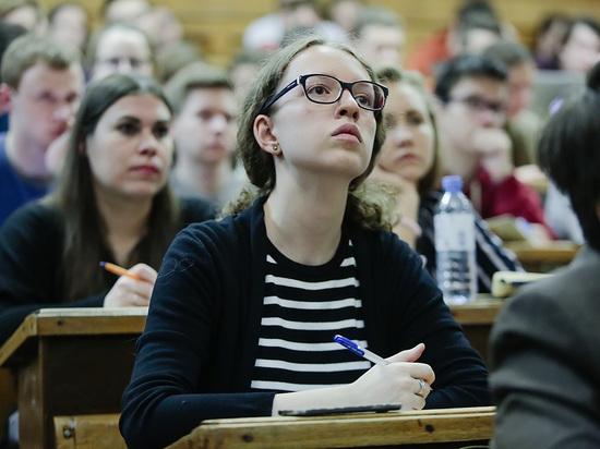 Глава Минобра Валерий Фальков заявил, что российские вузы смогут вернуться к очному обучению после каникул