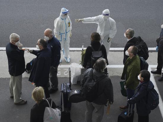Родственники умерших из-за коронавирусной инфекции нового типа в китайском Ухане захотели встретиться с приехавшими в страну экспертами ВОЗ, чтобы вопреки усилиям руководства КНР донести правду о происходившем в 2020 году, пишет AP