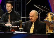 Народный и заслуженный артист Российской Федерации, знаменитый пианист-виртуоз Левон Оганезов был выписан сегодня из 52 городской больницы