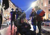 Во вторник вечером стало известно, что Маргарита Юдина, получившая удар ногой в живот от стража порядка во время разгона несанкционированного митинга в Петербурге, из-за ухудшения состояния вновь обратилась к врачам