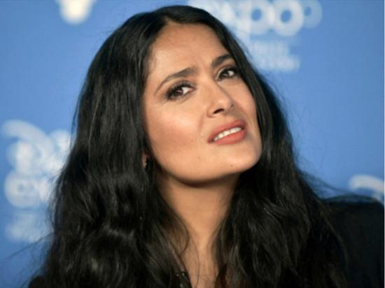 Голливудская актриса, кинорежиссер и продюсер Сальма Хайек опубликовала на своей странице в Instagram фото в купальнике и вызвала восхищение у фанатов