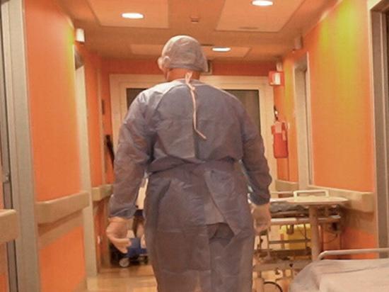 В итальянском городе Монтикьяри (провинция Брешия) врач местного отделения неотложной помощи Карло Моска предстанет перед судом по обвинению в убийстве пациентов с COVID-19