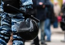 Гендиректор НПО Спецматериалов Михаил Сильников рекомендовал российским силовикам смазывать забрала своих шлемов, чтобы избежать запотевания стекол