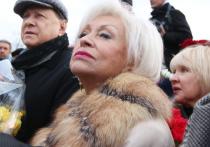 Вдова актера Николая Караченцова, актриса Людмила Поргина призналась, что у нее регулярно появляются состоятельные ухажеры