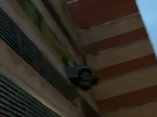 В Подмосковье Mercedes пробил дыру в здании многоярусной парковки