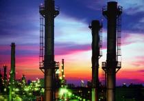 Отечественные перерабатывающие заводы остались без заказов: поставки нефти на НПЗ и производство топлива в нашей стране упали до уровня 2011 года
