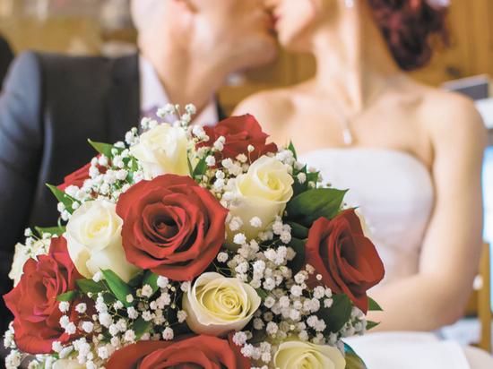 В этот день собрались пожениться сотни пар