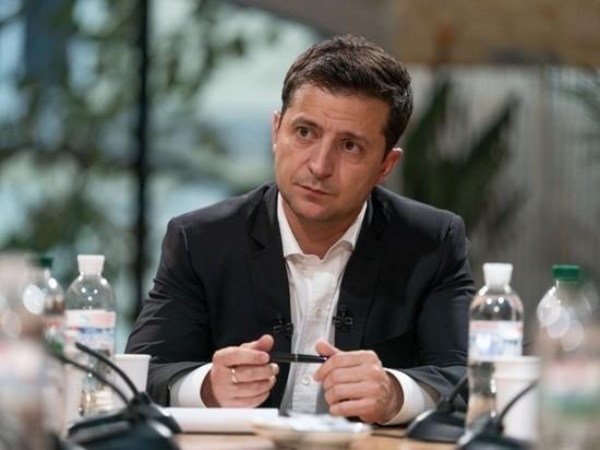Зеленский отозвал из Рады проект о роспуске Конституционного суда