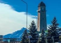 В Ингушетии вандала заставили устранять нанесенный башне Согласия вред