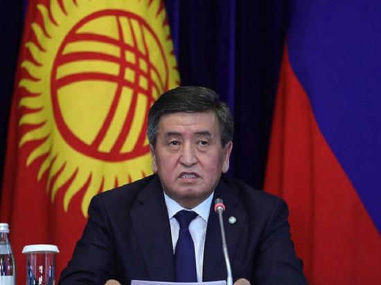 На инаугурации Жапарова заметили бывшего президента Киргизии Жээнбекова