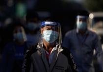 Эксперты из Технического университета Вирджинии утверждают, что трехслойная маска для лица - например, хирургическая маска с дополнительным слоем ткани - блокирует 90% инфекционных частиц