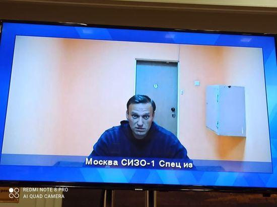 ФСИН попросила суд заменить Навальному условный срок реальным