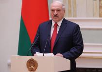 Президент Белоруссии Александр Лукашенко заявил, что политик Алексей Навальный имеет право критиковать власти РФ за коррупцию только при условии, что сам является «кристально чистым»