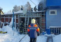 В Ноябрьске во время пожара в частном доме женщина отравилась угарным газом