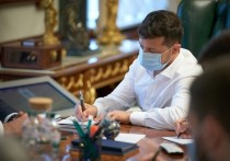 Президент Украины Владимир Зеленский расширил список россиян и российских компаний, которые попадают под украинские санкции
