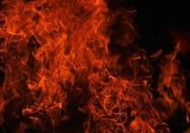 Пожарные тушат чердак здания на Богомягкова в Чите
