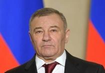 Телеграм-канал Mash, который ранее опубликовал видео из дворца в Геленджике, сообщил, что он принадлежит российскому предпринимателю, миллиардеру Аркадию Ротенбергу.