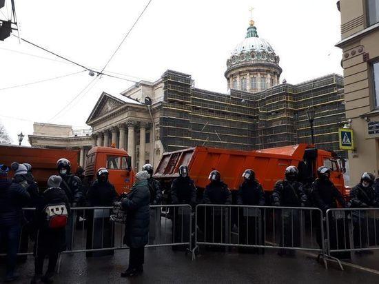 """В Петербурге задержали журналиста """"МК"""", освещавшую несанкционированную акцию"""